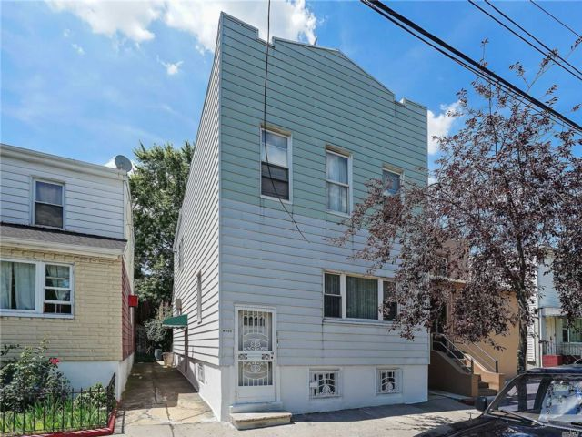 4 BR,  2.00 BTH Colonial style home in Canarsie