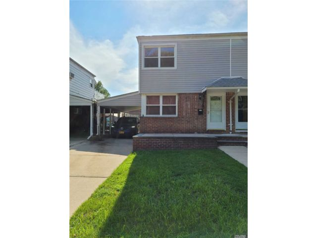 2 BR,  3.00 BTH Colonial style home in Fresh Meadows