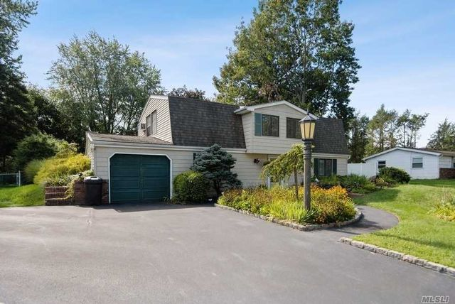 4 BR,  2.00 BTH Colonial style home in Stony Brook