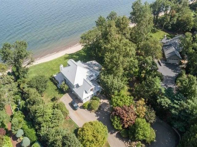4 BR,  4.00 BTH Post modern style home in Nissequogue