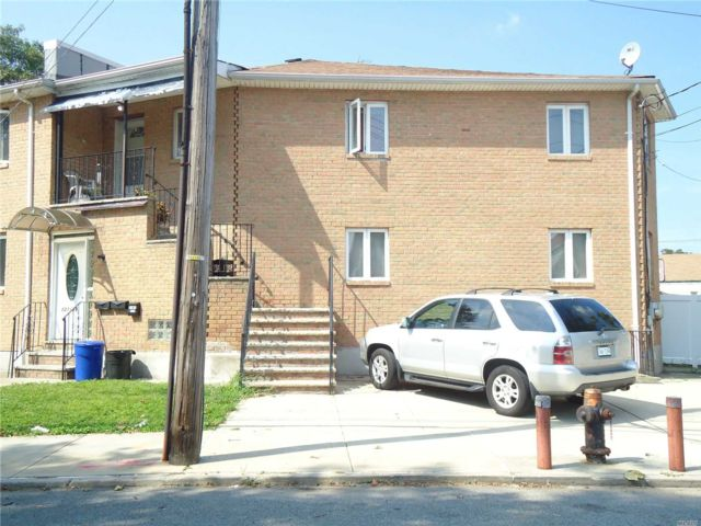 2 BR,  2.00 BTH Contemporary style home in Queens Village