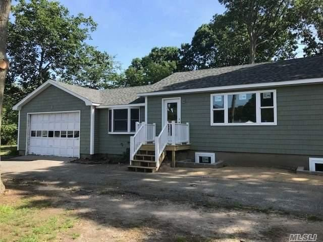 6 BR,  2.00 BTH Ranch style home in Shirley