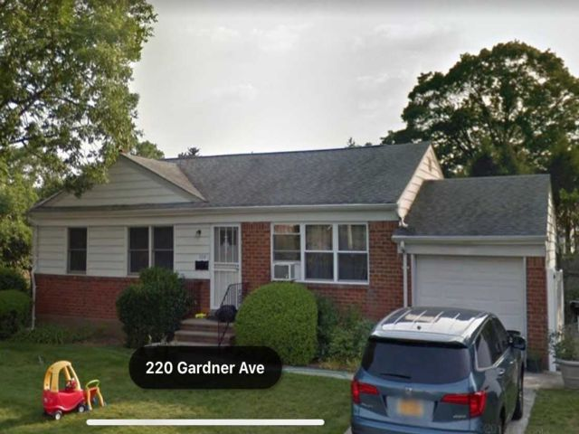3 BR,  2.00 BTH Ranch style home in Jericho