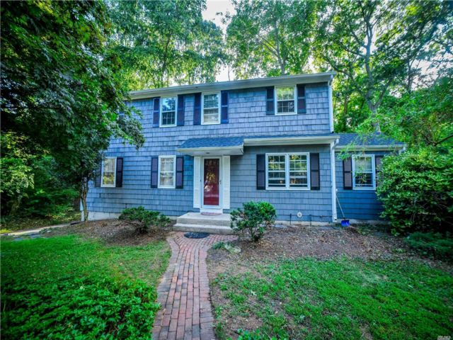 4 BR,  3.00 BTH  Colonial style home in Stony Brook