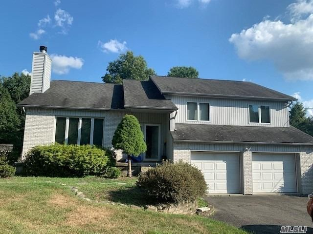 4 BR,  3.00 BTH Split level style home in Middletown