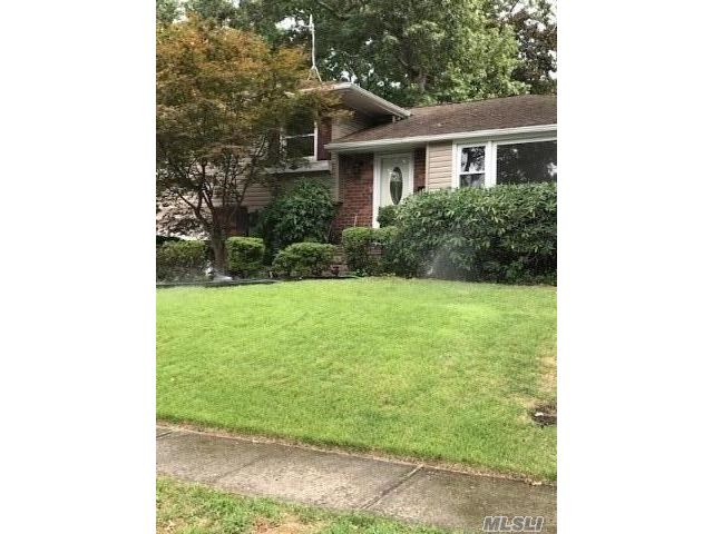 3 BR,  3.00 BTH Split level style home in Oyster Bay