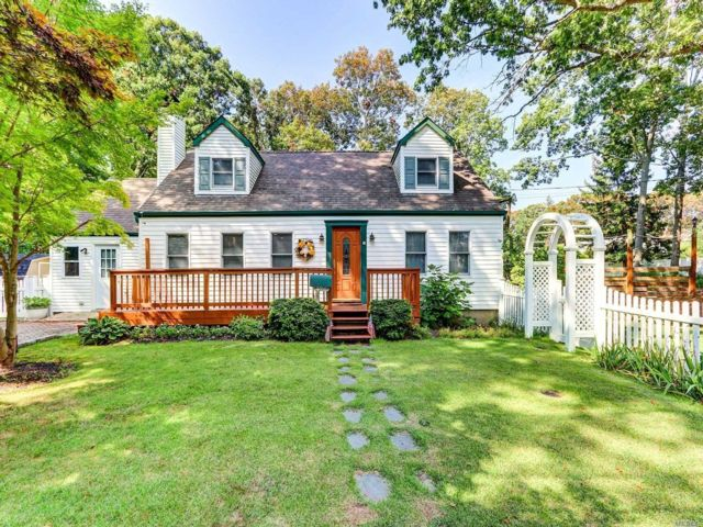 3 BR,  2.00 BTH Exp cape style home in Bay Shore