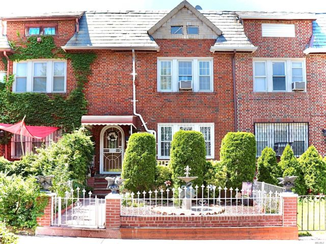 3 BR,  4.00 BTH  Colonial style home in East Elmhurst
