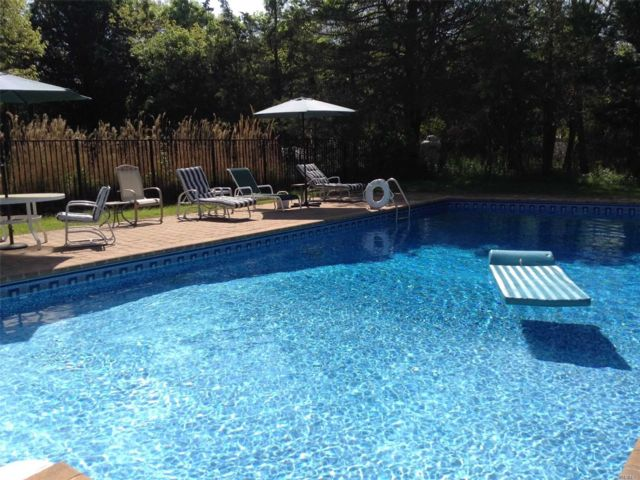 4 BR,  4.00 BTH Post modern style home in Westhampton