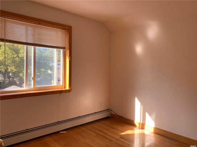2 BR,  2.00 BTH Contemporary style home in Flushing