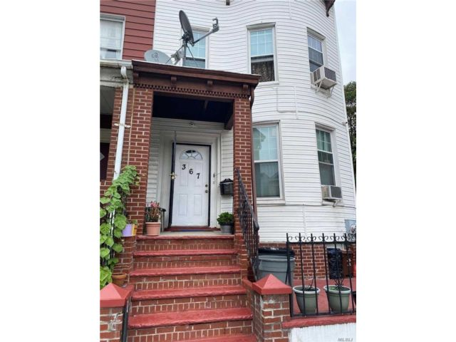 7 BR,  3.00 BTH  2 story style home in Kensington