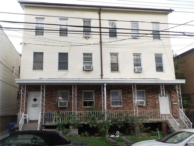 10 BR,  6.00 BTH Other style home in College Point