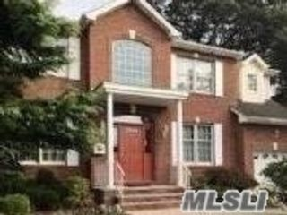 5 BR,  3.00 BTH Colonial style home in Merrick