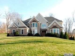 6 BR,  6.00 BTH Colonial style home in Glen Cove