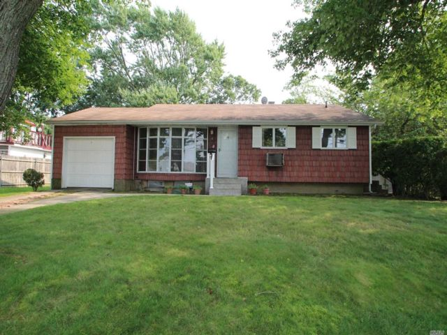 3 BR,  2.00 BTH  Ranch style home in Brentwood