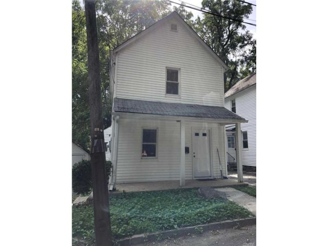 2 BR,  2.00 BTH Cottage style home in Great Neck