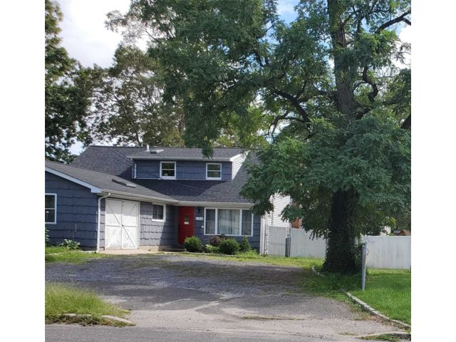 3 BR,  1.00 BTH Apt in house style home in Farmingville