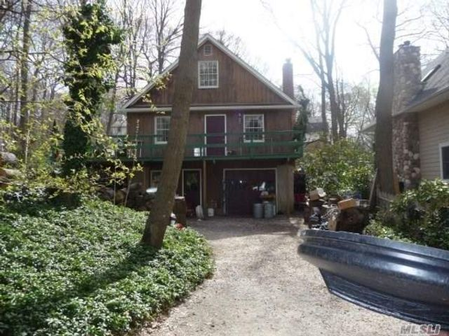 3 BR,  2.00 BTH Apt in house style home in Poquott