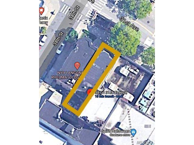Lot <b>Size:</b> 25 x 100 ft Land style home in Astoria