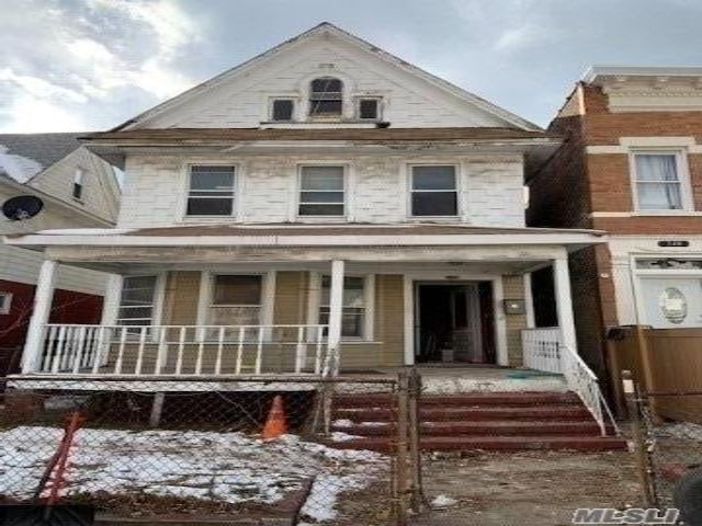 4 BR,  2.00 BTH Colonial style home in Flatbush