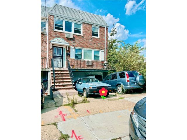 7 BR,  5.00 BTH Townhouse style home in Flushing