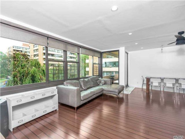 1 BR,  1.00 BTH High rise style home in Beechhurst