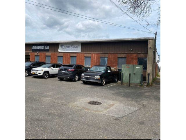 Studio,  0.00 BTH Commercial style home in Farmingdale