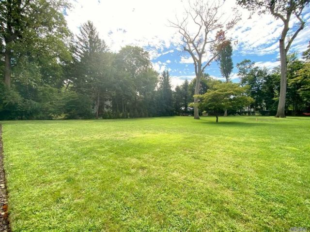 Lot <b>Size:</b> 100x200  Land style home in Glen Cove