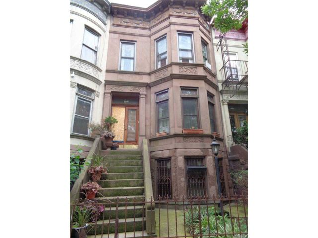 7 BR,  3.00 BTH Townhouse style home in Crown Heights