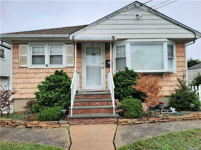 [Lindenhurst Real Estate, listing number 3163894]