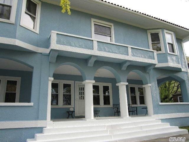 7 BR,  5.00 BTH Mediterranean style home in Long Beach