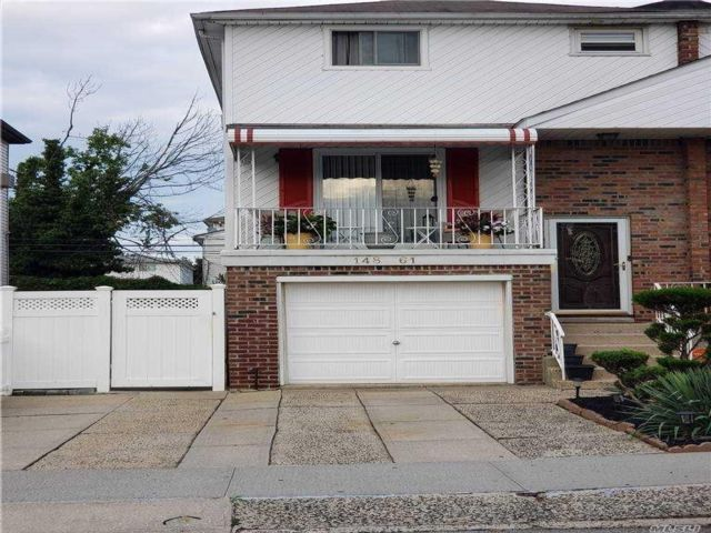 4 BR,  3.00 BTH  Split level style home in Rosedale
