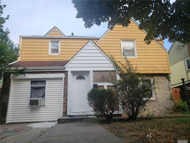 4 BR,  3.00 BTH  Colonial style home in Cambria Heights