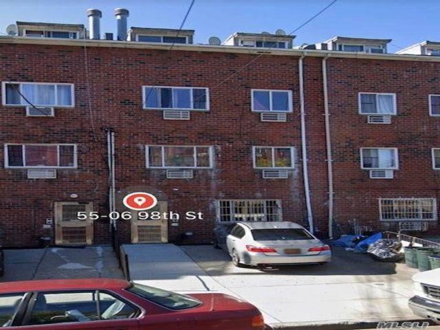 10 BR,  8.00 BTH Contemporary style home in Corona