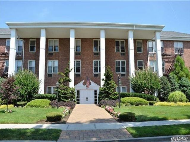 1 BR,  1.00 BTH Mid rise style home in Rockville Centre