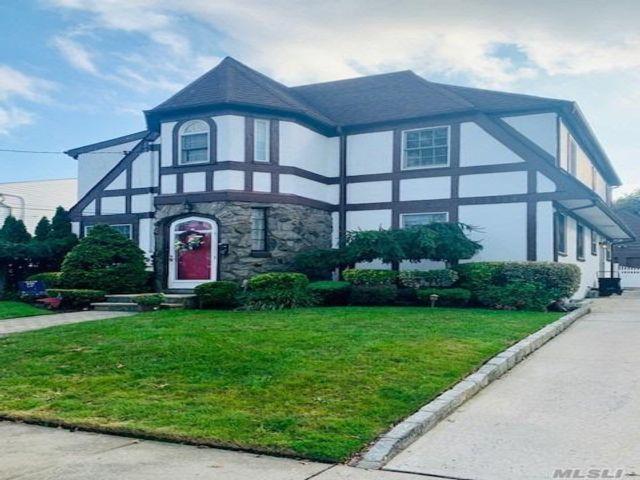 4 BR,  4.00 BTH Tudor style home in East Rockaway