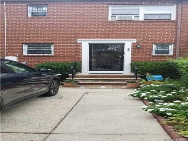 3 BR,  3.00 BTH Colonial style home in Brownsville