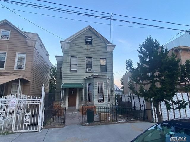 3 BR,  2.00 BTH  Other style home in East New York