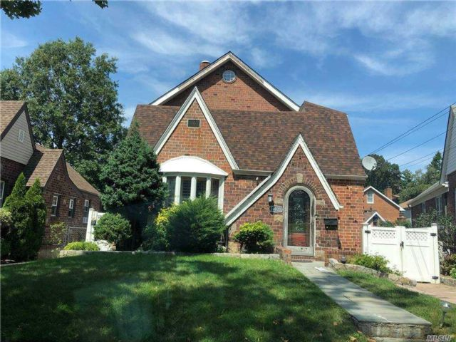 5 BR,  3.00 BTH Colonial style home in Little Neck