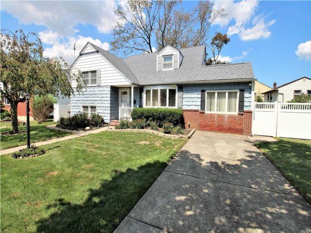 3 BR,  1.00 BTH Split level style home in Oceanside