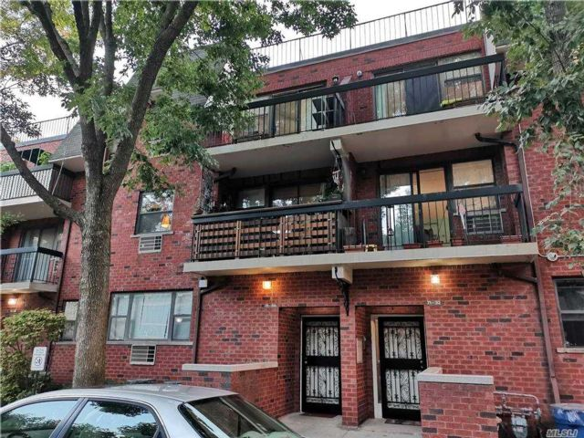 3 BR,  2.00 BTH  Garden apartmen style home in Fresh Meadows