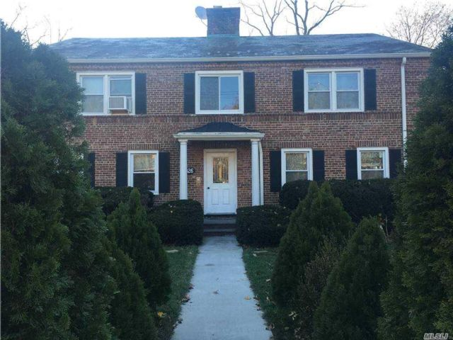 8 BR,  6.00 BTH  Colonial style home in Douglaston