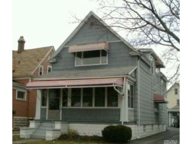 5 BR,  2.00 BTH Colonial style home in Buffalo