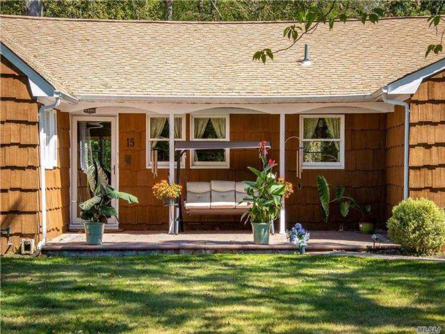 5 BR,  3.00 BTH Farm ranch style home in East Islip