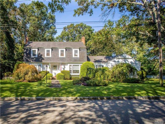 4 BR,  3.00 BTH Colonial style home in Patchogue