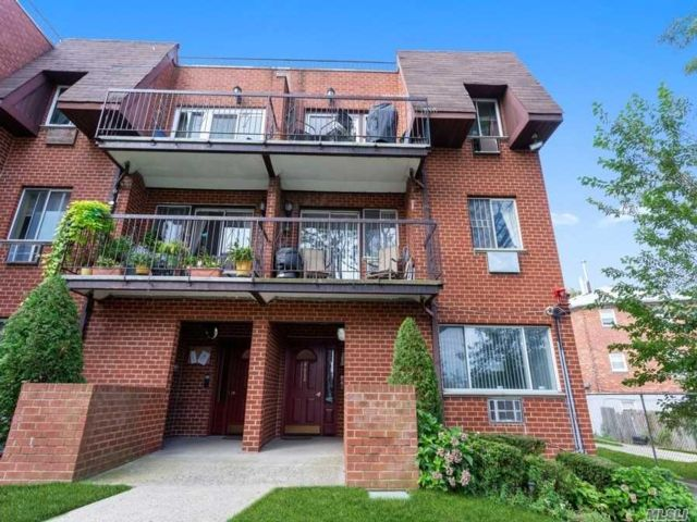 3 BR,  2.00 BTH Townhouse style home in Ozone Park