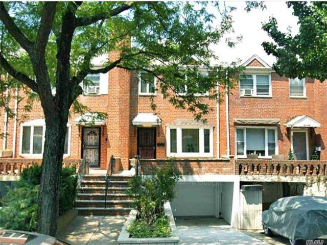 3 BR,  3.00 BTH  Townhouse style home in Woodside