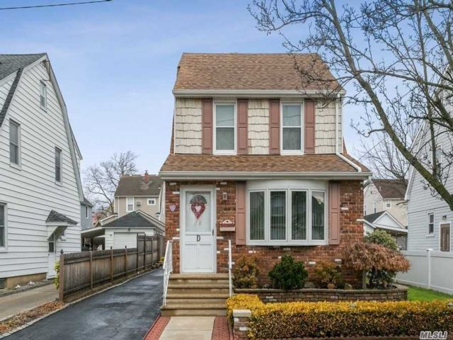 3 BR,  2.00 BTH  Colonial style home in Williston Park