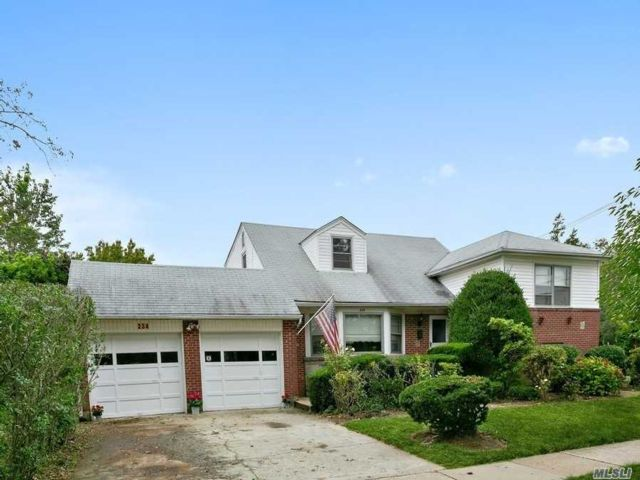4 BR,  3.00 BTH  Split level style home in Rockville Centre