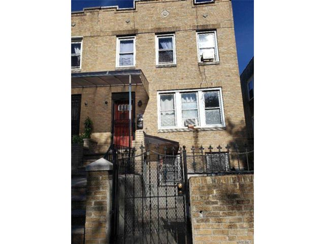 5 BR,  3.00 BTH  2 story style home in East Elmhurst